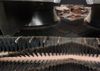 Die Kehrbesenkonstruktion der Kehrmaschine Haaga475 überzeugt mit zwei ineinanderdrehenden Tellerbürsten.