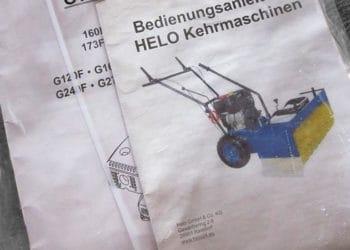 Neben der Anleitung liegen der Helo S-65 Kehrmaschine auch Prospekte und Infoblätter bei.