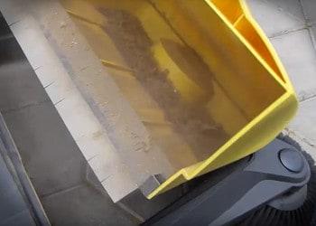Kehrmaschine Behälter