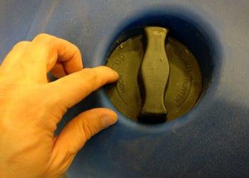 Das Gehäuse sowie alle funktionellen Elemente am Korpus sind aus Kunststoff gefertigt.